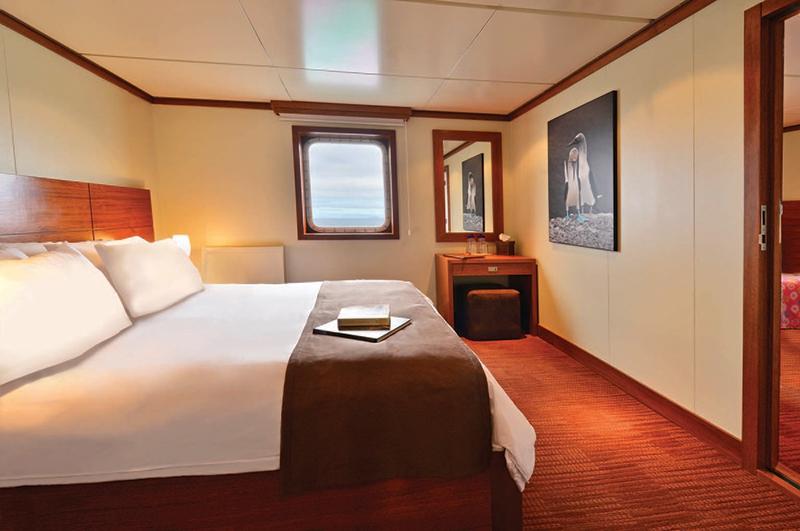 """Каюта с окном """"Premium Oceanview Stateroom"""""""