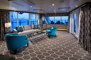 """Сьют """"Spacious AquaTheater Suite Large Balcony"""""""