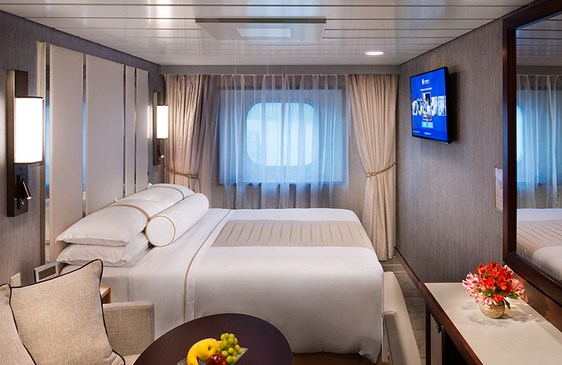"""Каюта с окном """"Club Oceanview Stateroom"""""""