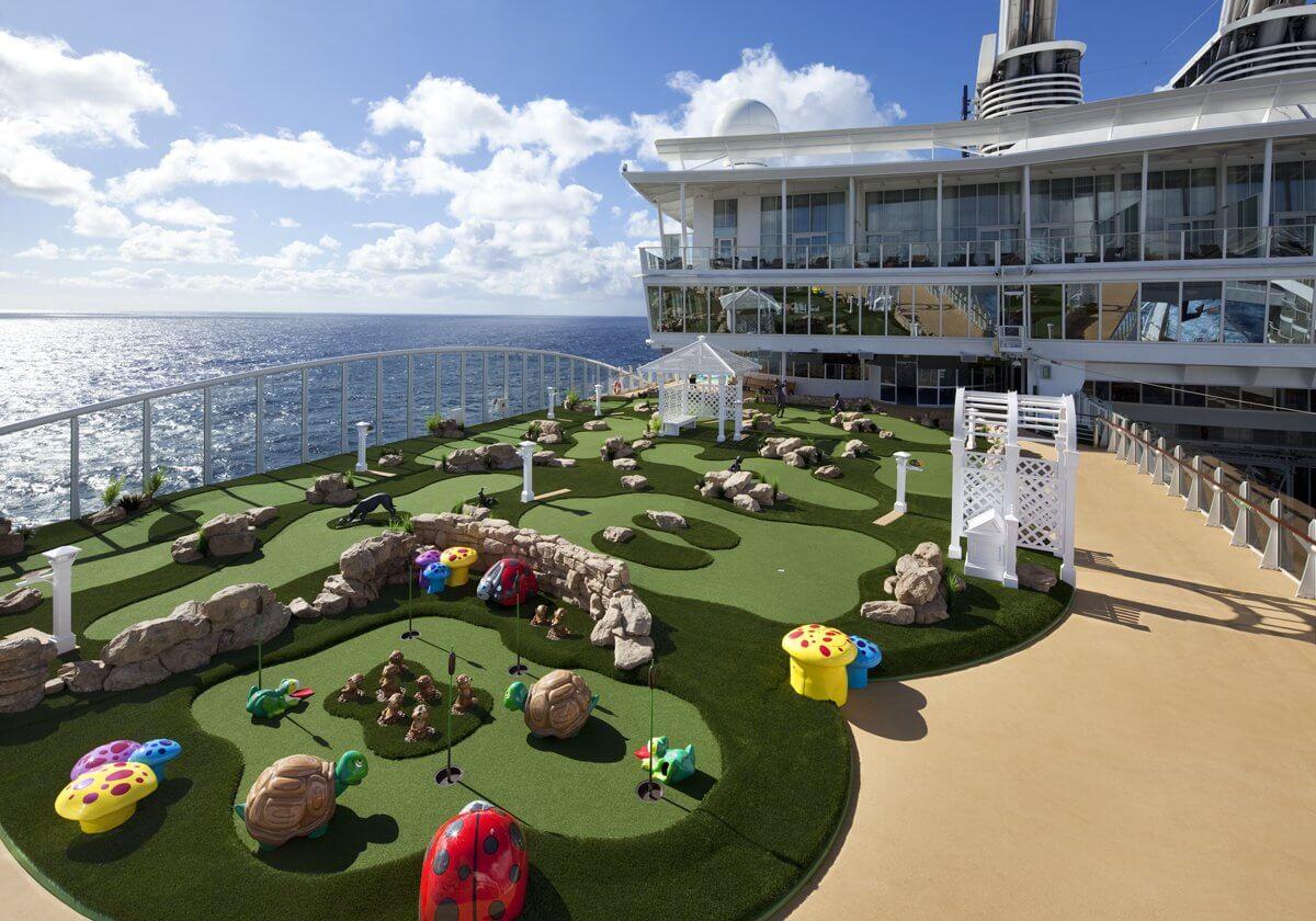 Круизный лайнер Harmony of the Seas - Мини-гольф