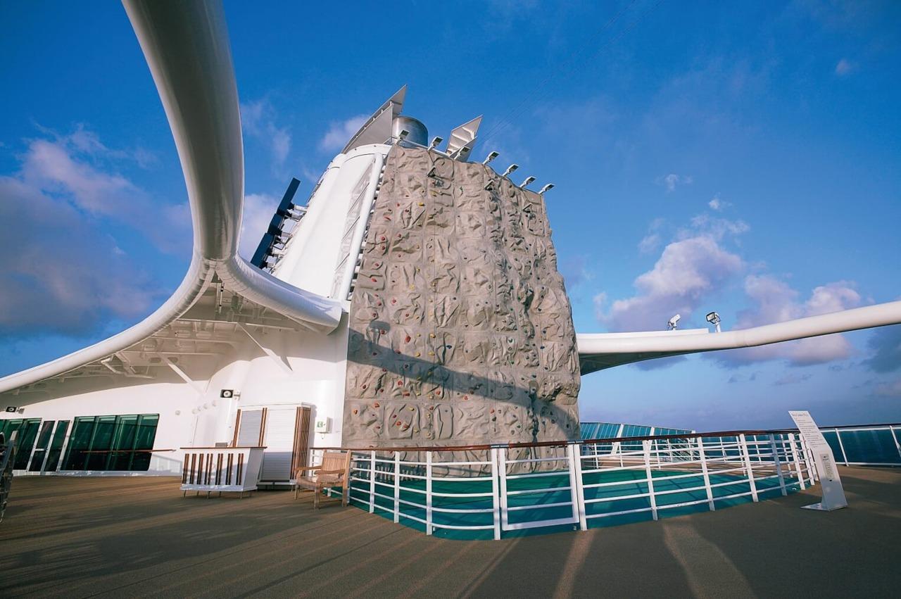 Круизный лайнер Jewel of the Seas - Скалодром (Rock Wall)