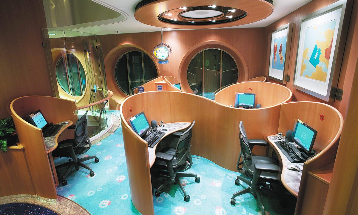 Круизный лайнер Jewel of the Seas - Компьютерный зал (Computer Room)