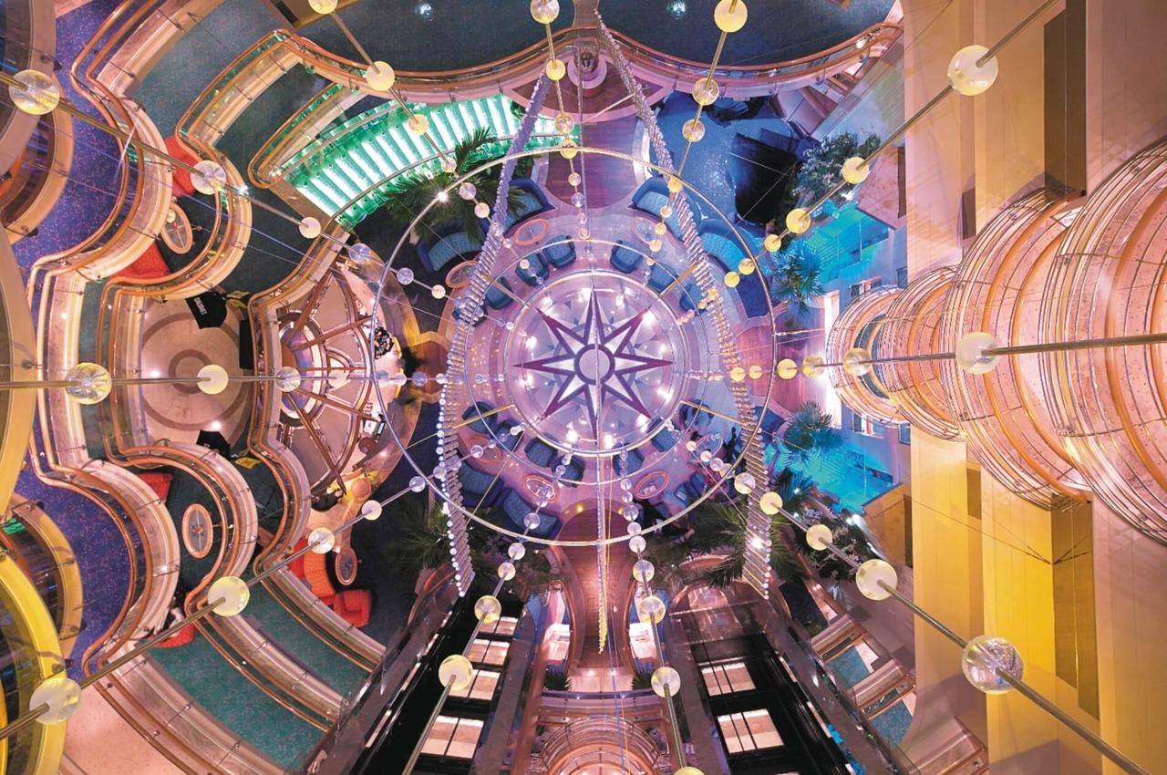 Круизный лайнер Jewel of the Seas - Атриум (Centrum)