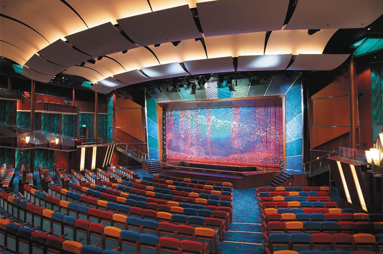 Круизный лайнер Jewel of the Seas - Театр (Coral Theater)