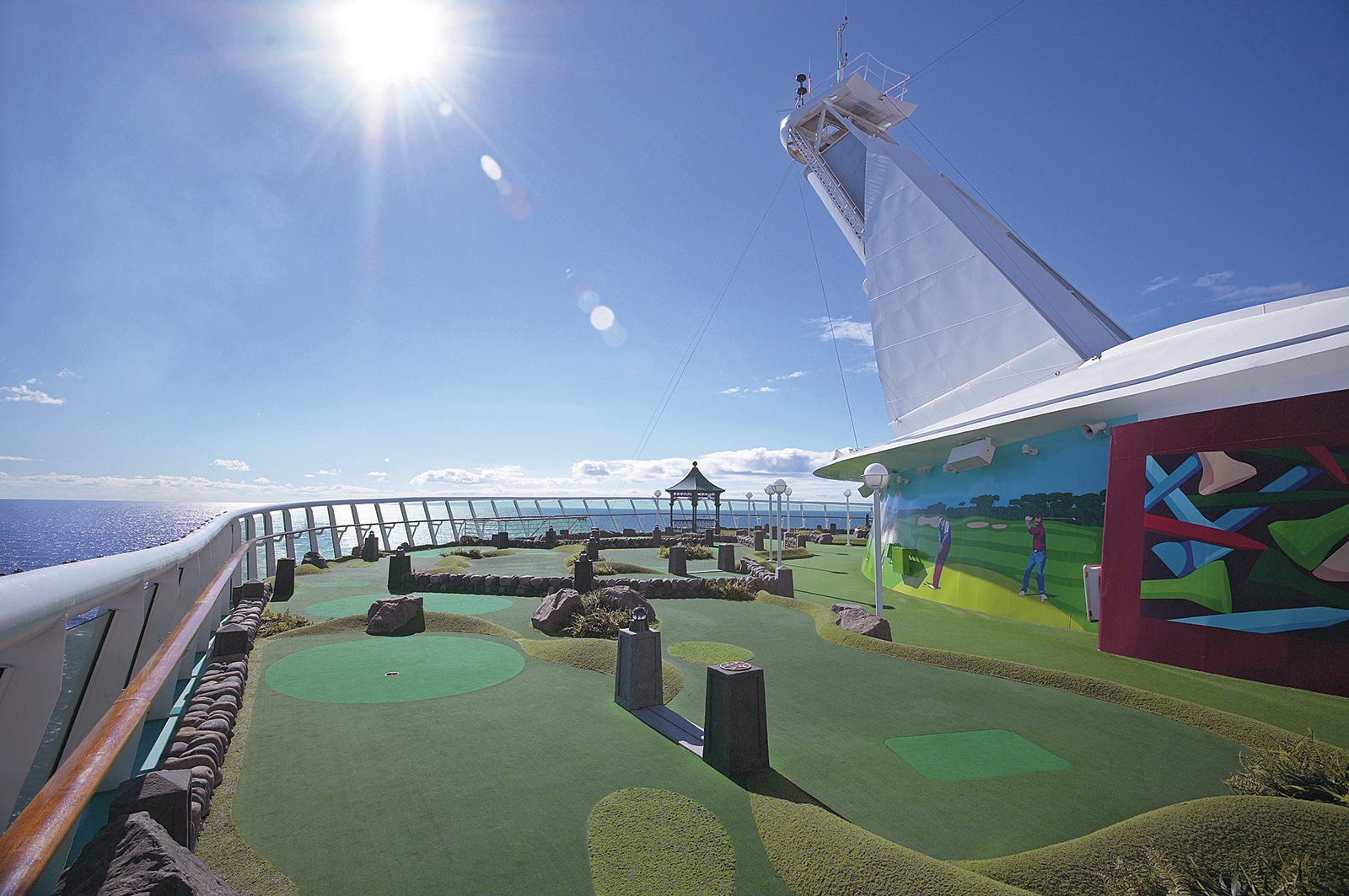 Круизный лайнер Mariner of the Seas - Мини-гольф (MiniGolf)