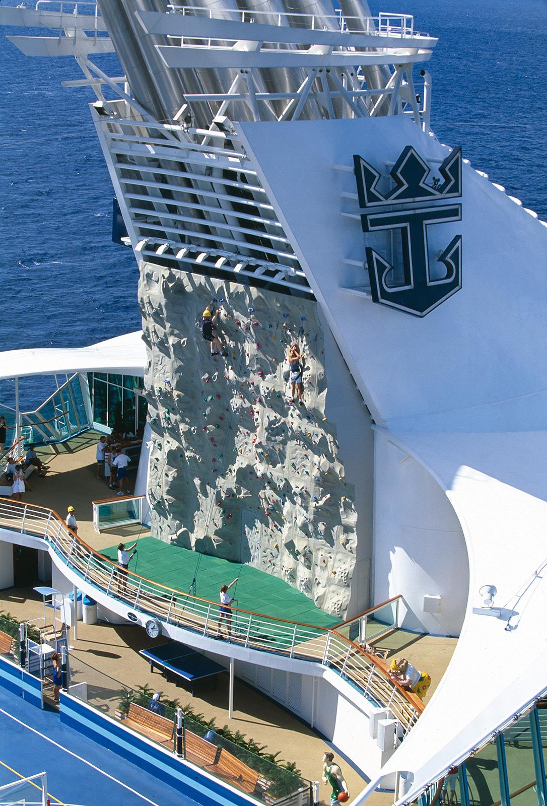 Круизный лайнер Mariner of the Seas - Стена для скалолазания (RockWall)