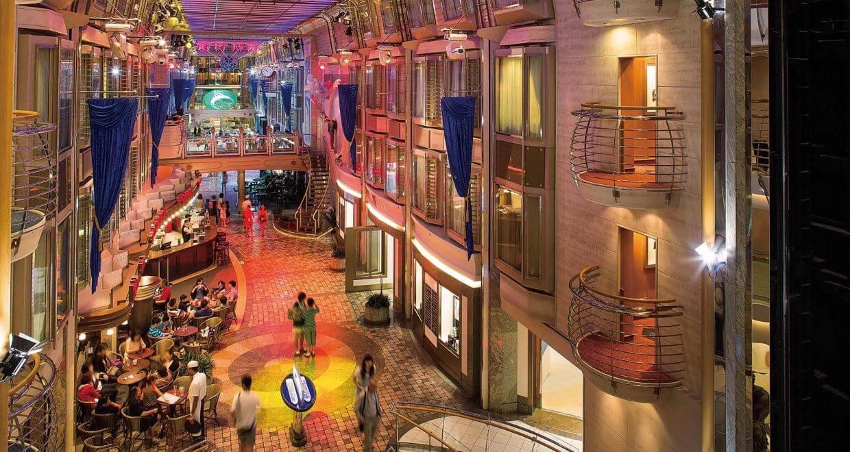 Круизный лайнер Mariner of the Seas - Королевский променад (Royal Promenade)