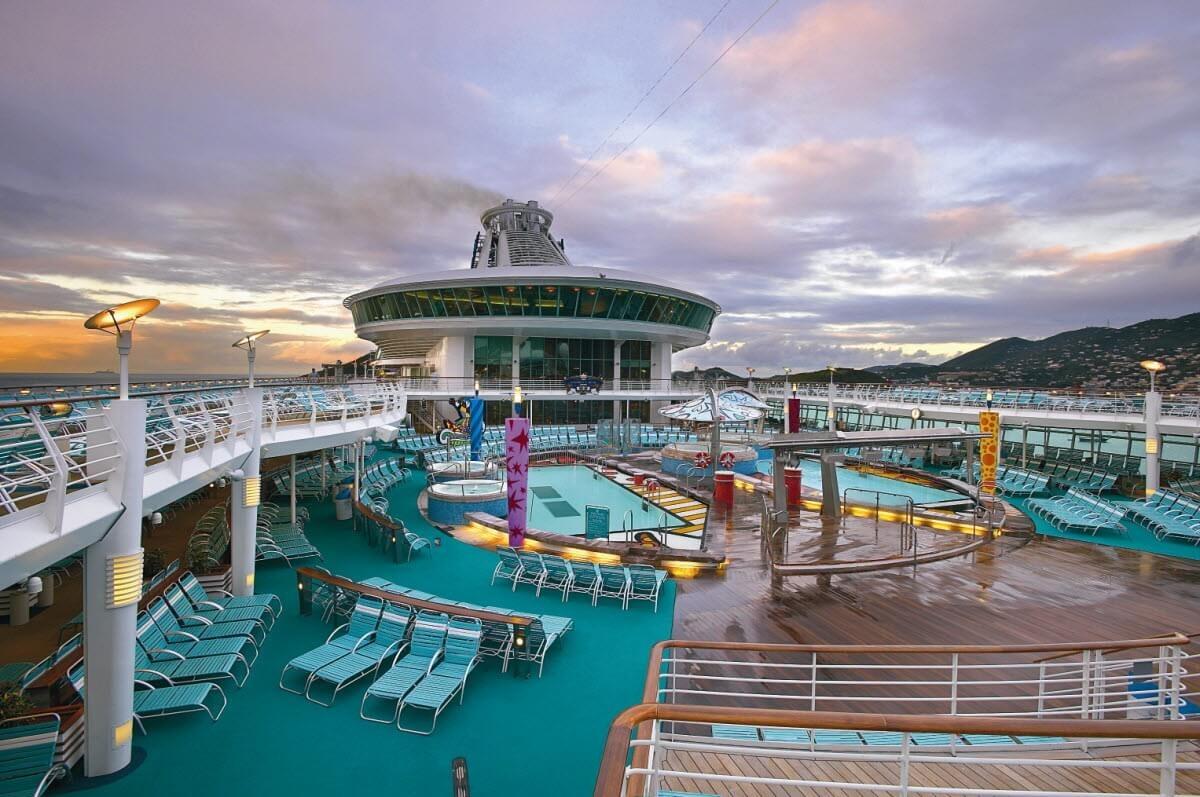 Круизный лайнер Mariner of the Seas - Бассейн (Pool)