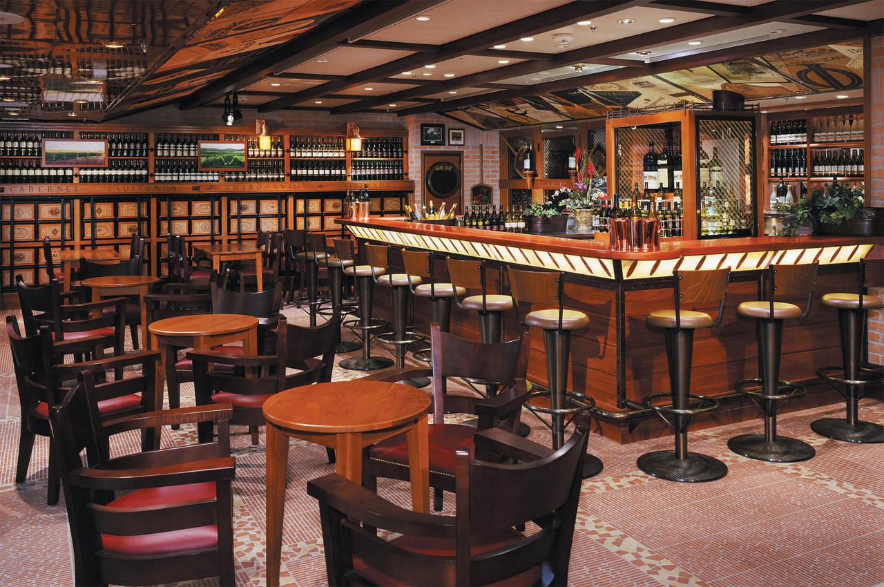 Круизный лайнер Navigator of the Seas - Винный ресторан (Vintages Lounge)