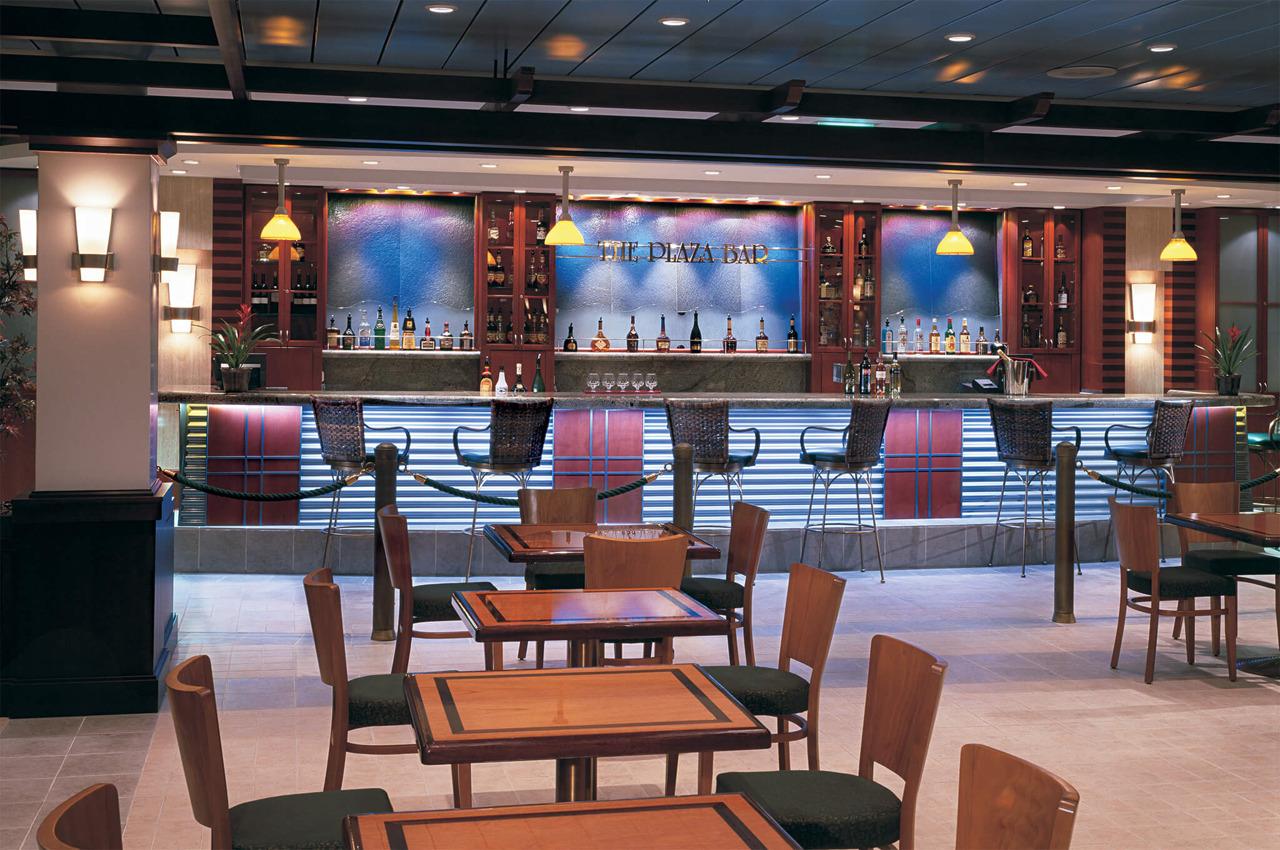 Круизный лайнер Navigator of the Seas - Бар Plaza (Plaza Bar)