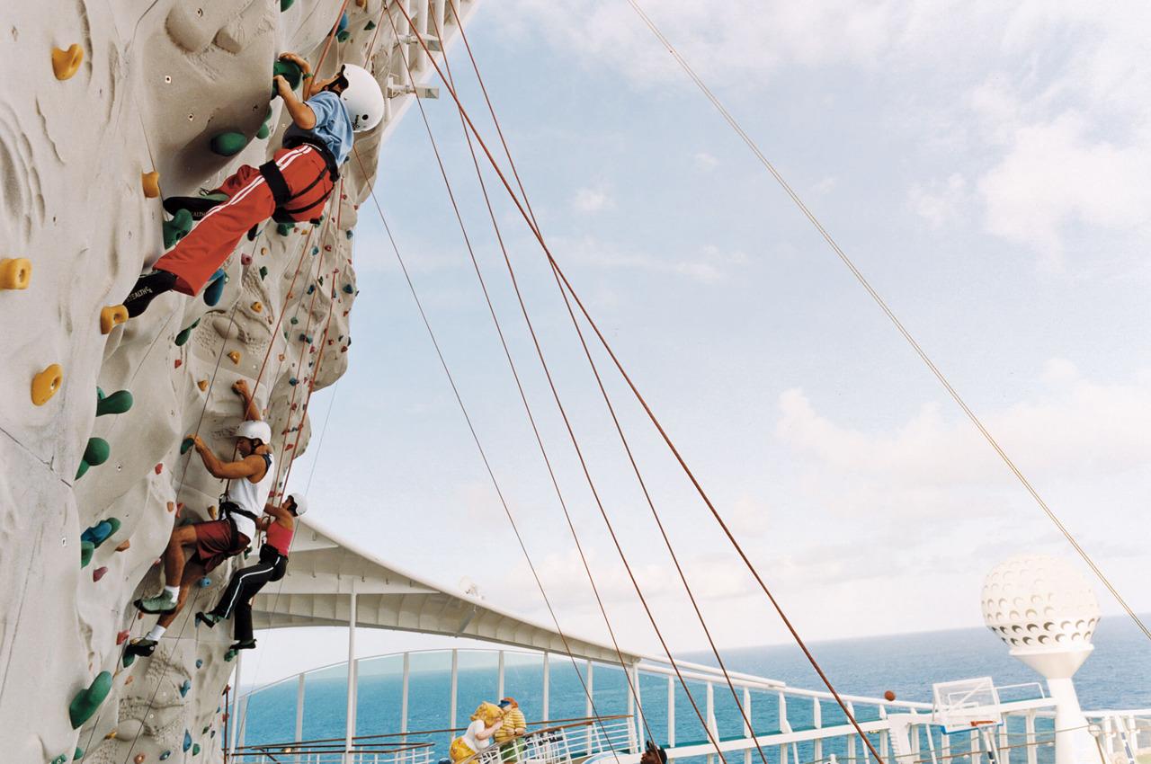 Круизный лайнер Navigator of the Seas - Скалодром (Rock Wall)