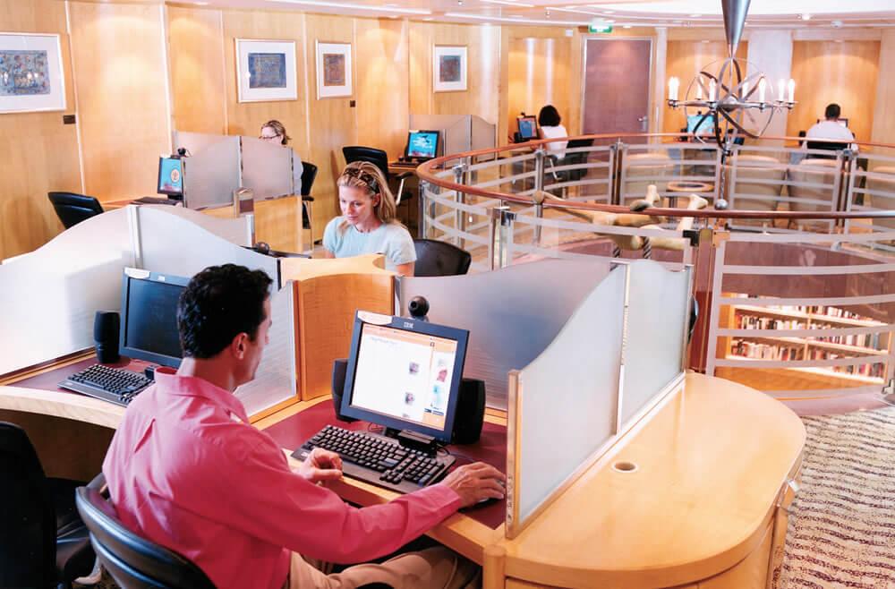 Круизный лайнер Navigator of the Seas - Интернет-кафе (Internet Cafe)