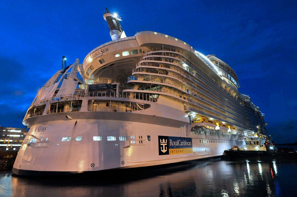 Круизный лайнер Oasis of the Seas - Внешний вид лайнера (Exterior)