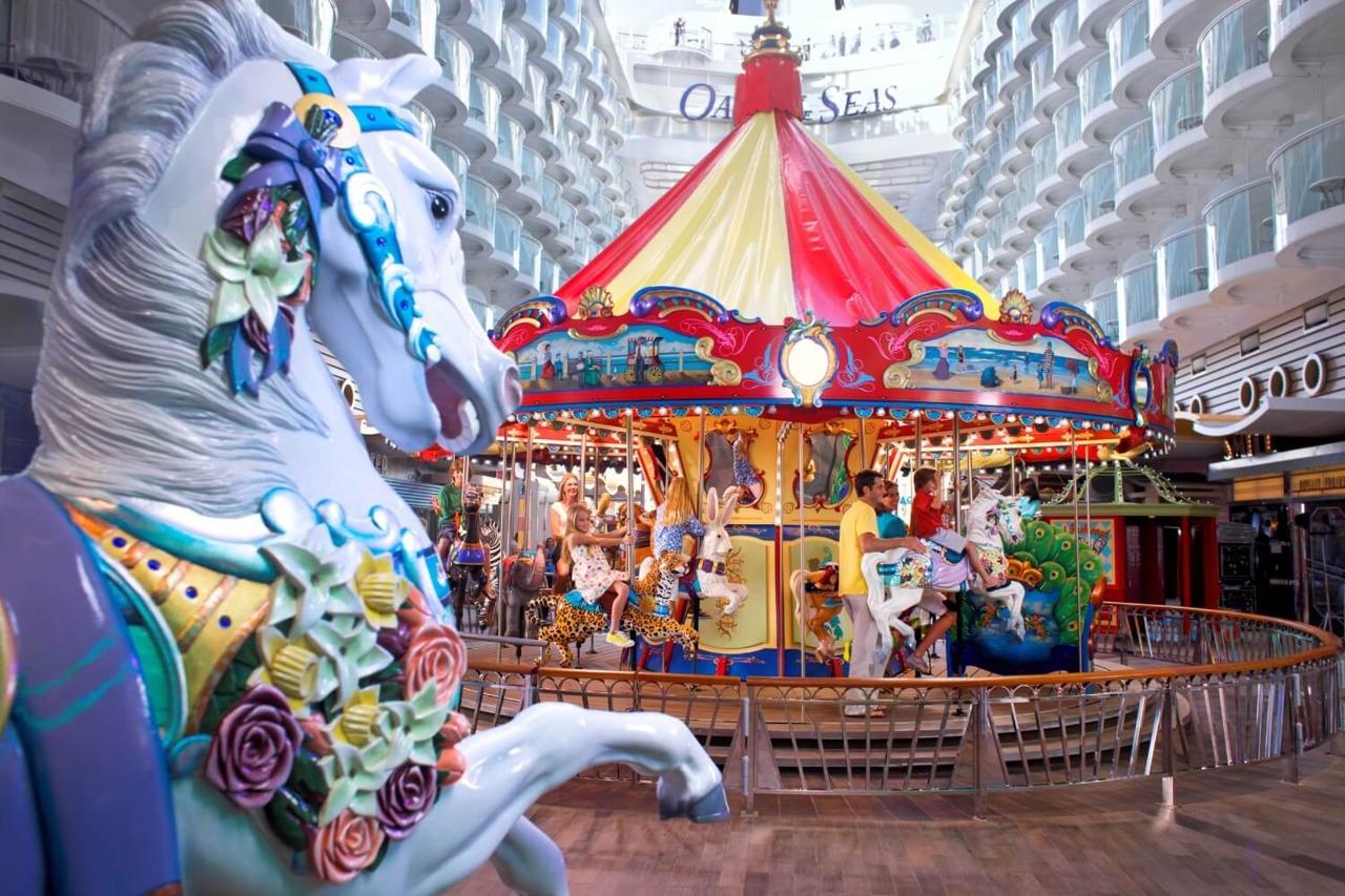Круизный лайнер Oasis of the Seas - Карусель на прогулочной палубе (Carousel Boardwalk)