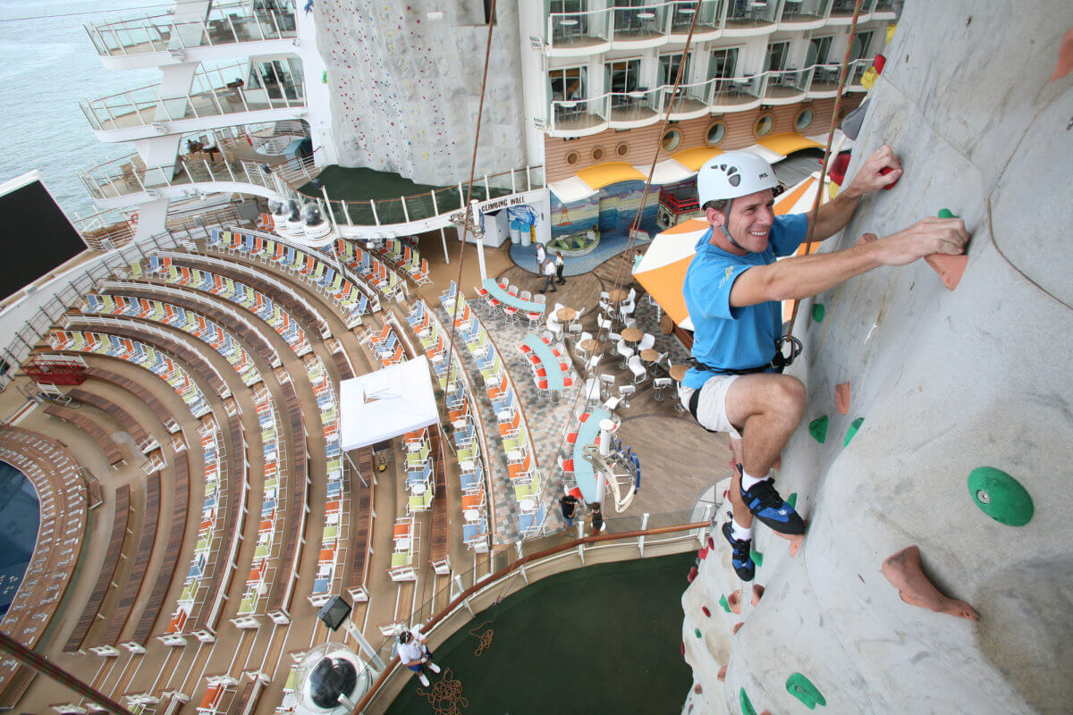 Круизный лайнер Allure of the Seas - Скалодром (Rock Wall)