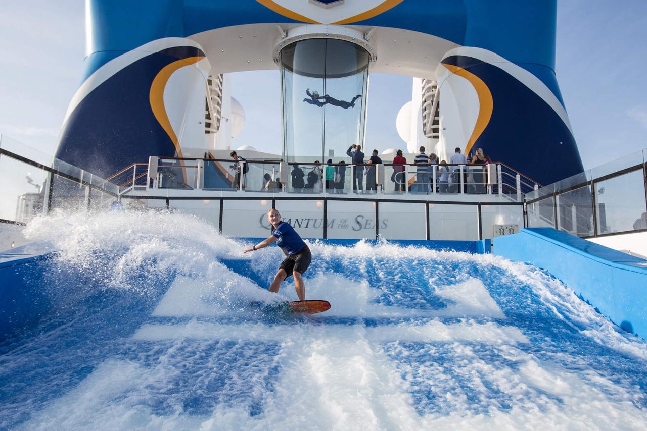 Круизный лайнер Quantum of the Seas - Серфинг-симулятор