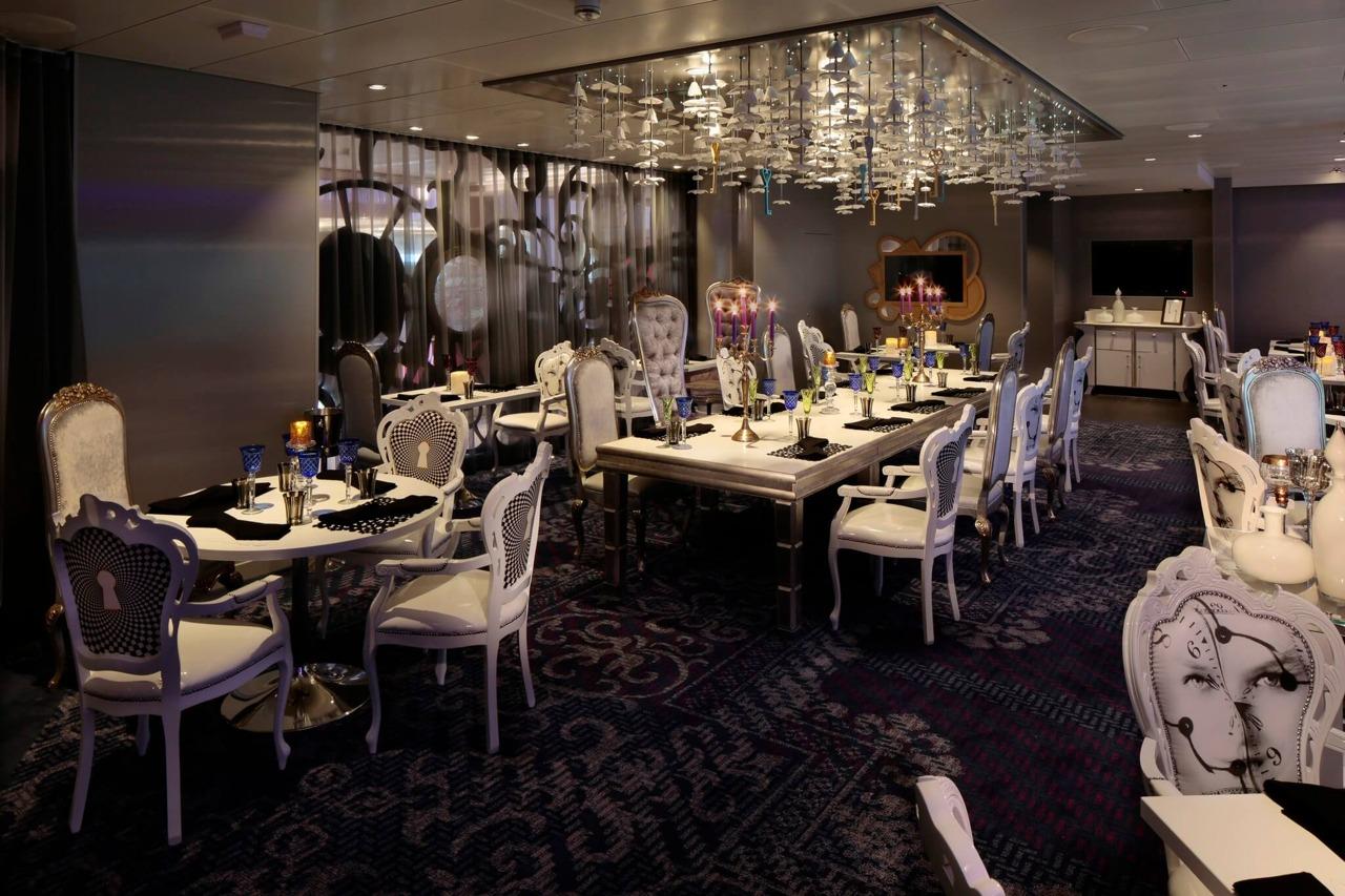 Круизный лайнер Quantum of the Seas - Ресторан Wonderland