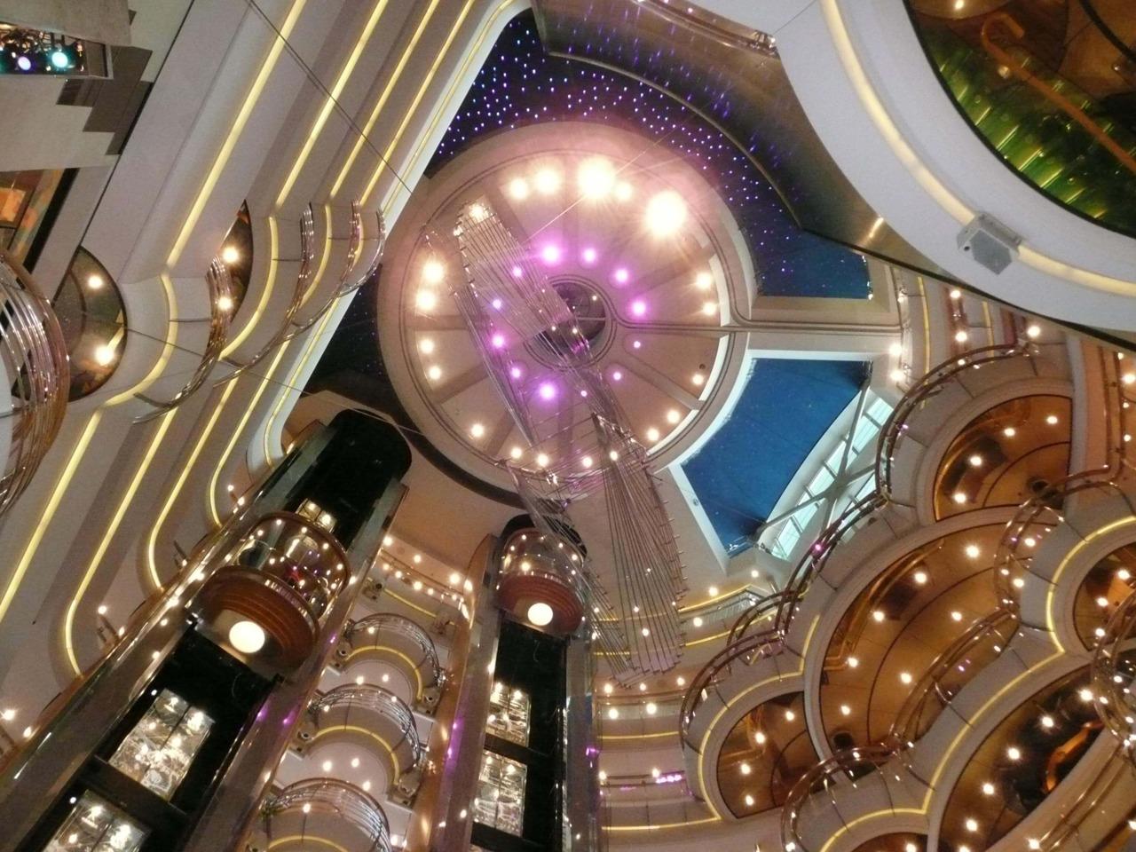 Круизный лайнер Radiance of the Seas - Атриум (Centrum)