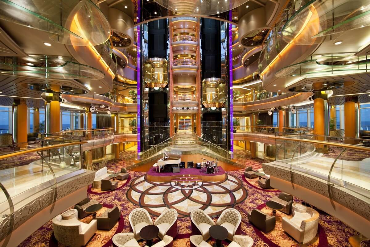 Круизный лайнер Rhapsody of the Seas - Атриум (Atrium)