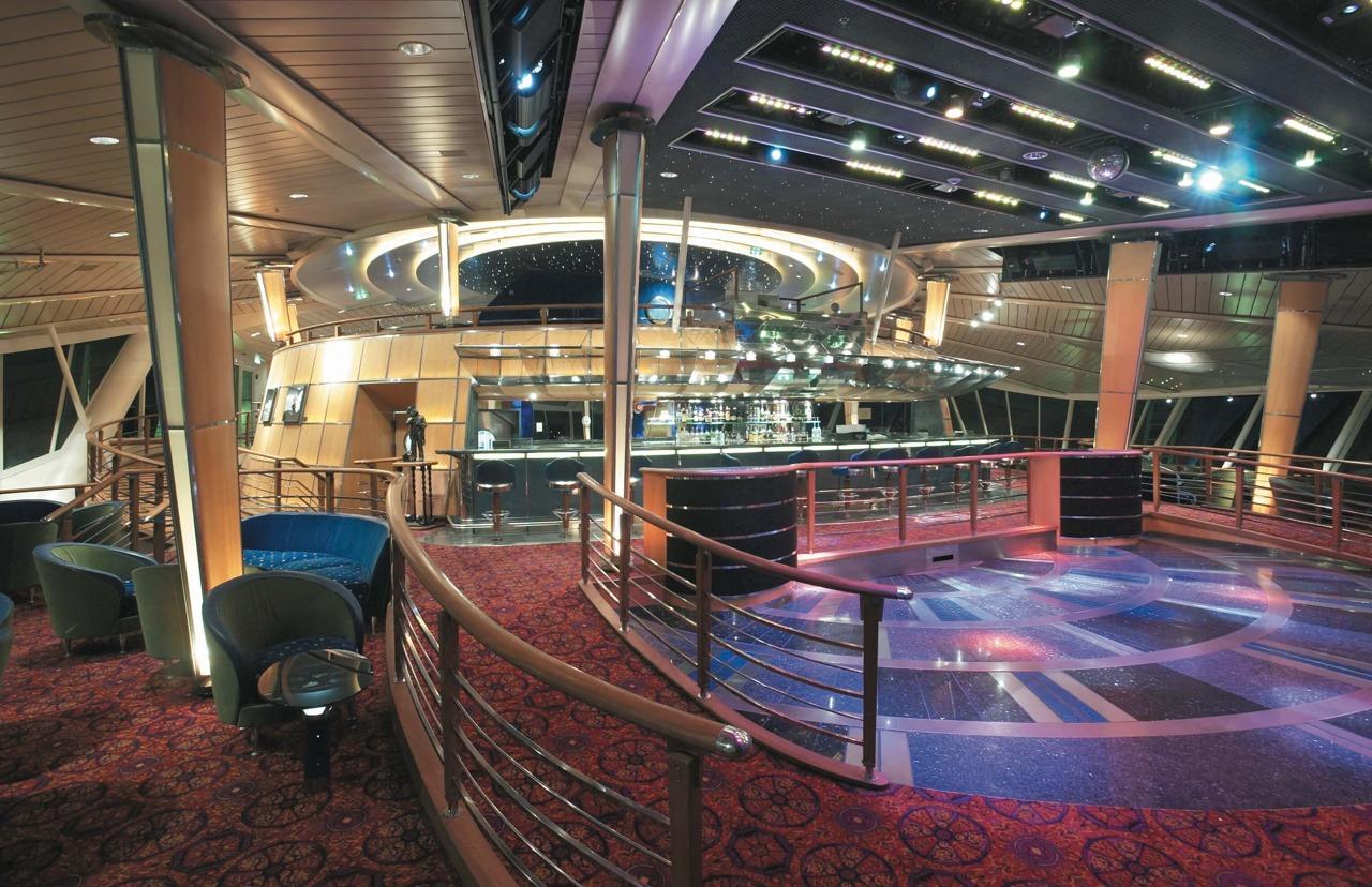 Круизный лайнер Rhapsody of the Seas - Гостиная (Viking Crown)