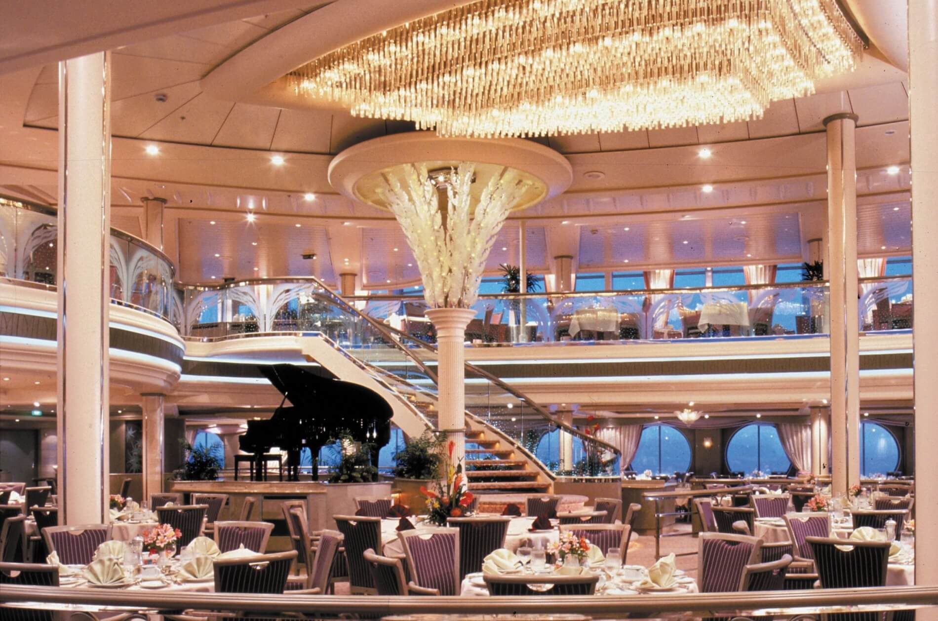 Круизный лайнер Rhapsody of the Seas - Основной ресторан (Dining Room)