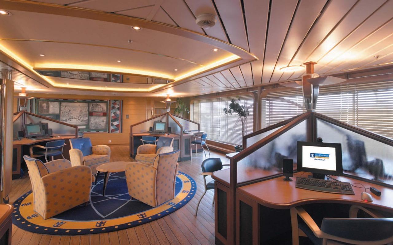 Круизный лайнер Rhapsody of the Seas - Интернет кафе (Internet Cafe)