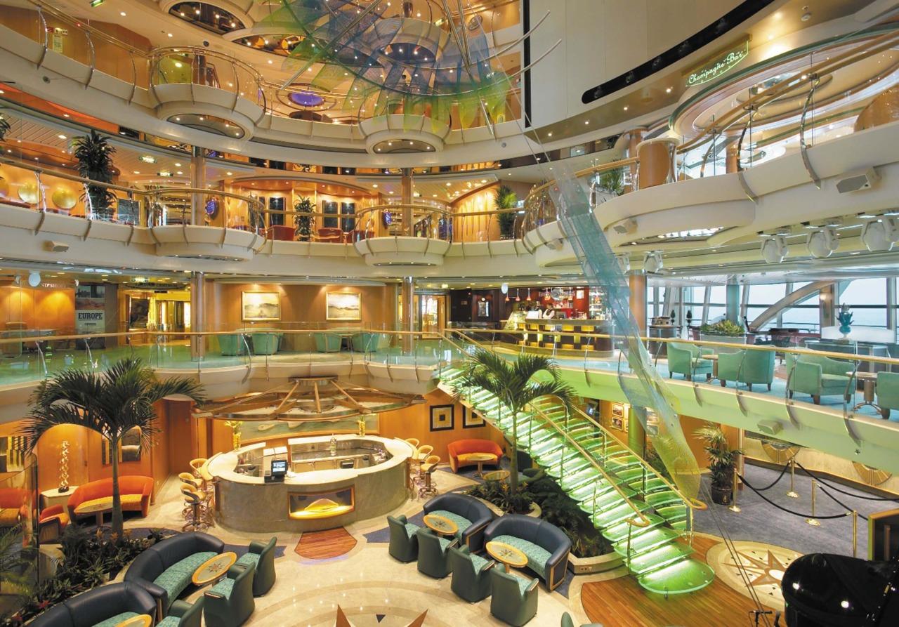 Круизный лайнер Serenade of the Seas - Атриум (Centrum)