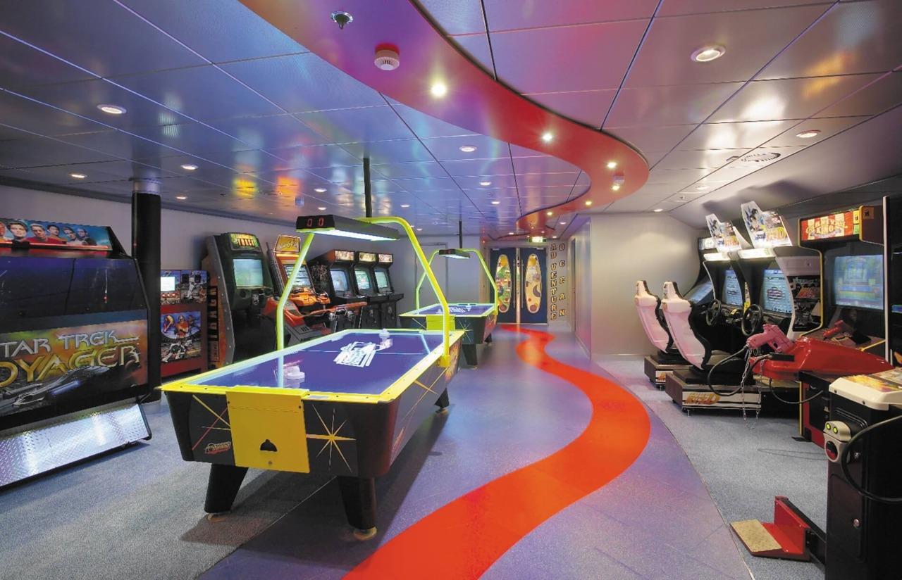 Круизный лайнер Serenade of the Seas - Аркада видеоигр (Arcade Room)