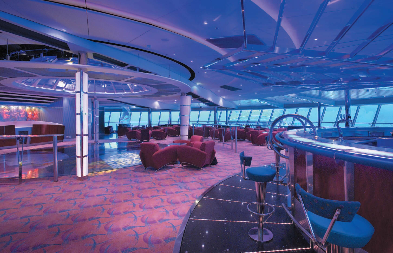 Круизный лайнер Serenade of the Seas - Гостиная Водоворот (Vortex Lounge)
