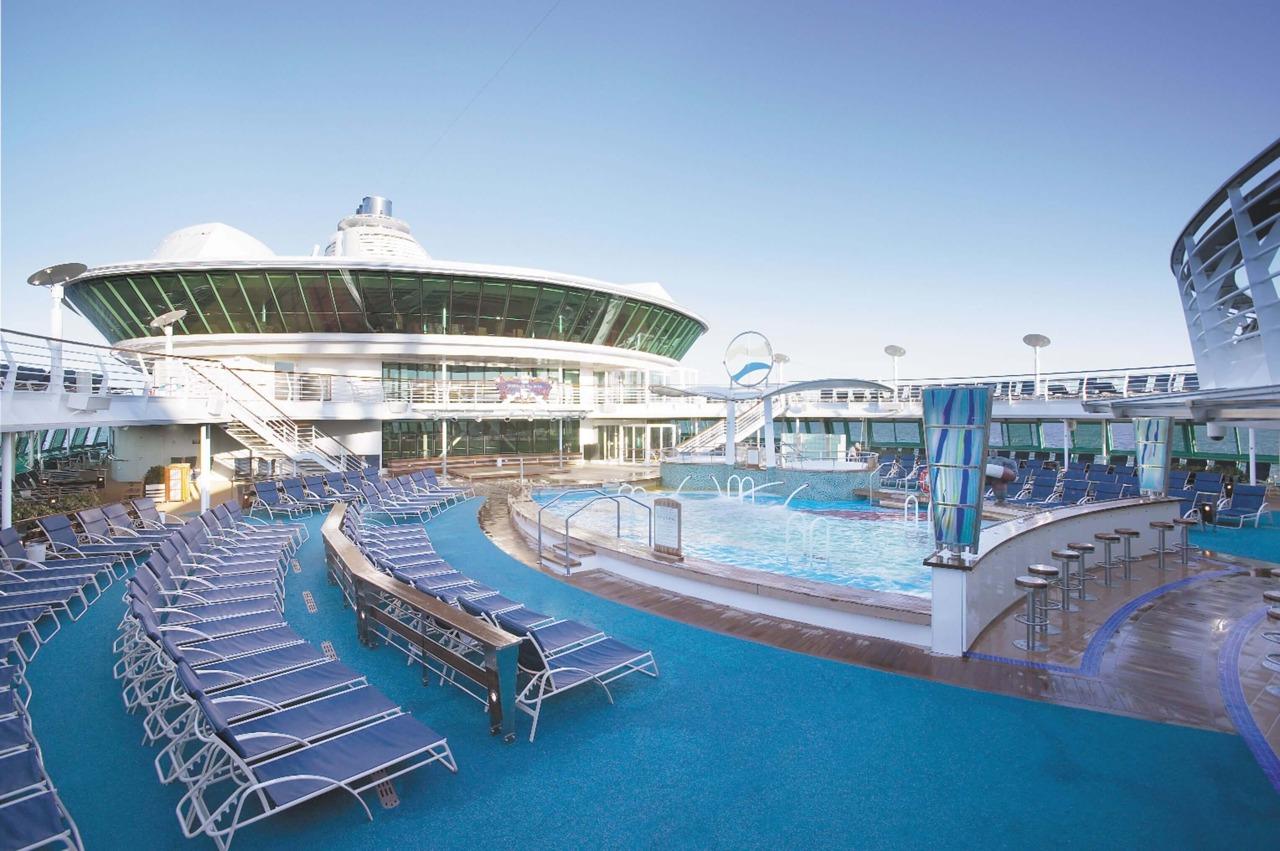 Круизный лайнер Serenade of the Seas - Бассейн (Pool)