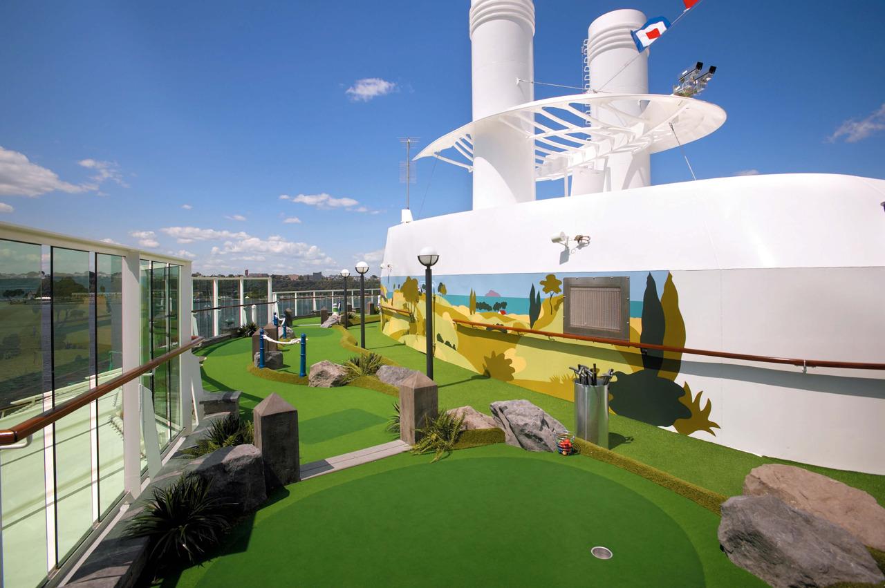 Круизный лайнер Serenade of the Seas - Мини Гольф (Mini Golf)