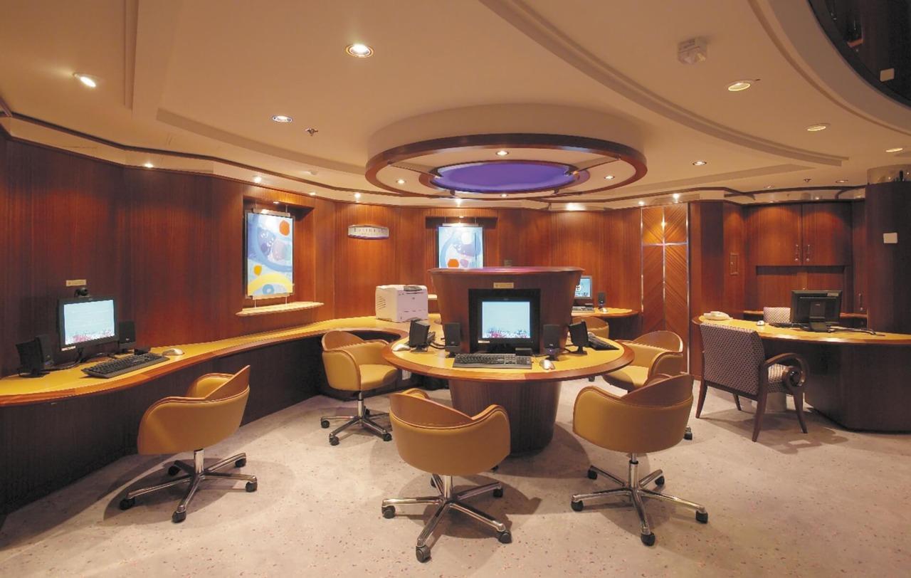 Круизный лайнер Serenade of the Seas - Интернет-кафе (Internet Cafe)