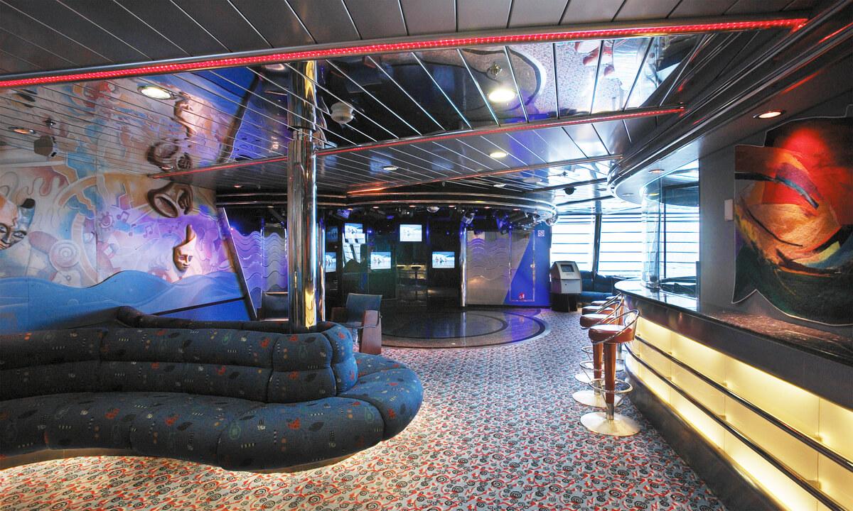 Круизный лайнер Vision of the Seas - Гостиная Фантазия (Fantasies Lounge)