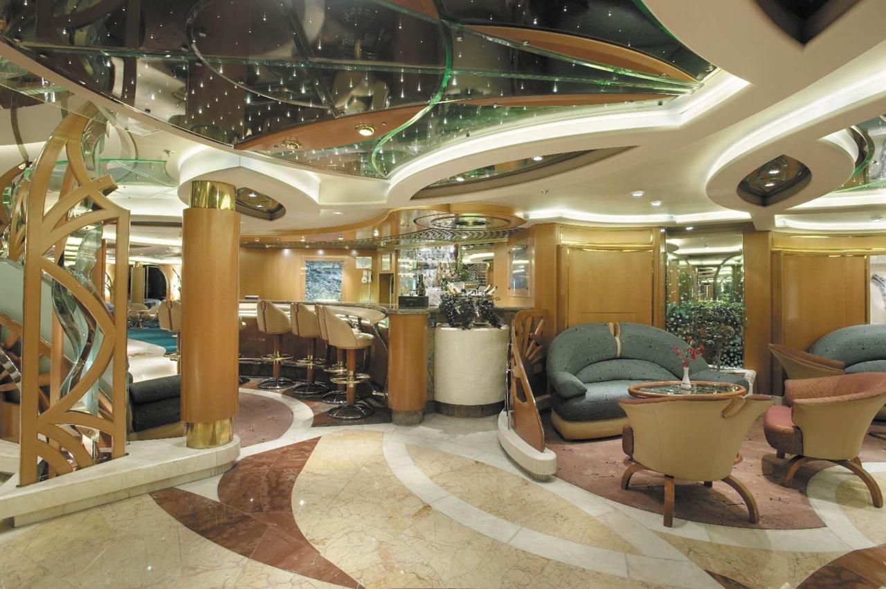 Круизный лайнер Vision of the Seas - Гостиная Шампань (Champagne Lounge)