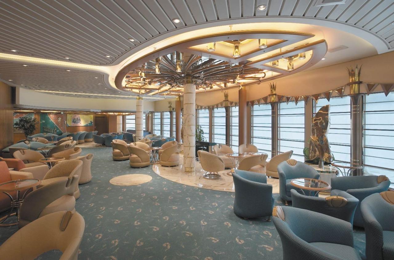 Круизный лайнер Vision of the Seas - Гостиная с видом на море (Showboat Lounge)