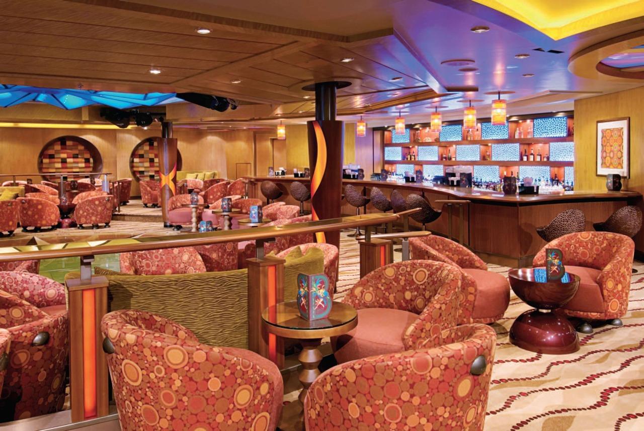 Круизный лайнер Vision of the Seas - Гостиная (Boleros Lounge)