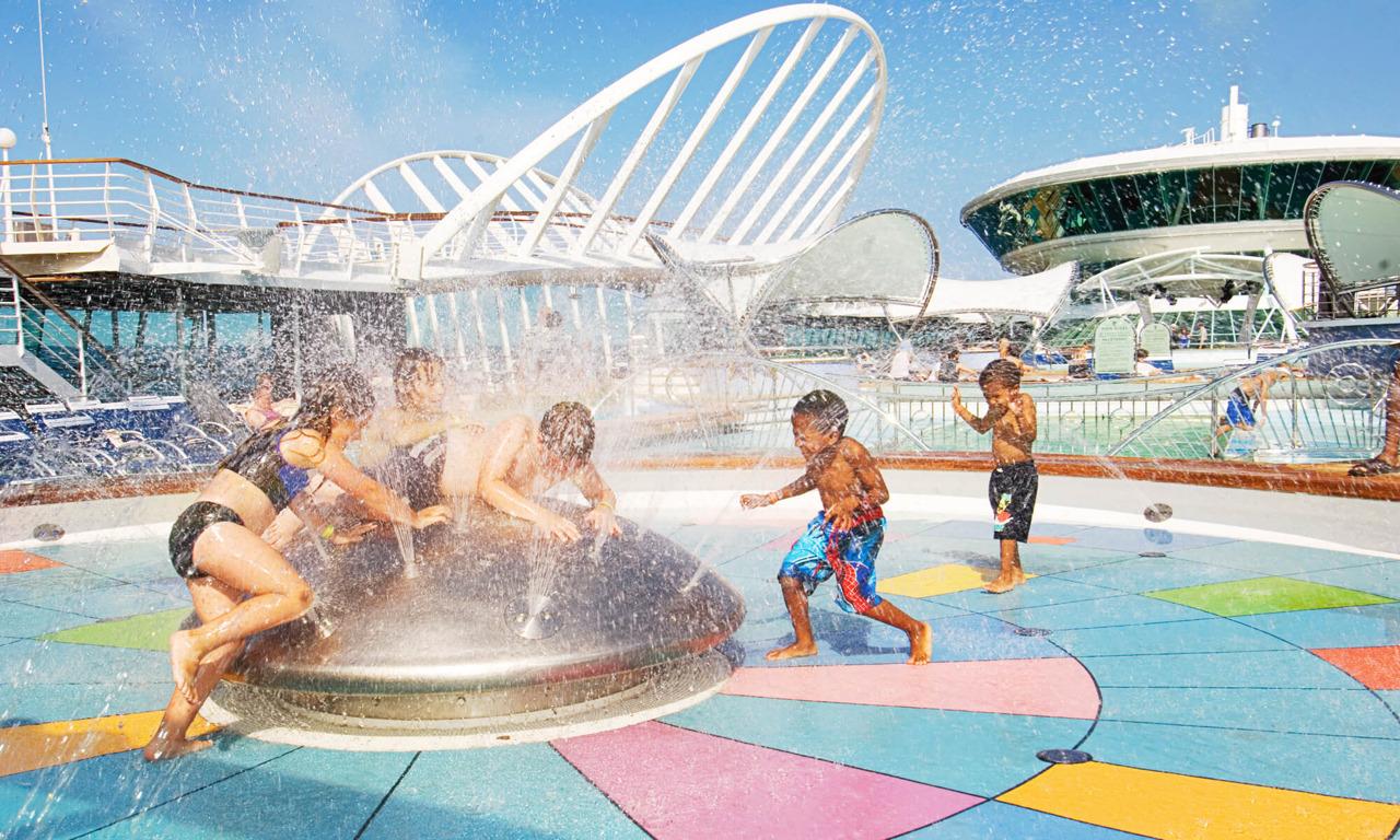 Круизный лайнер Vision of the Seas - Детский бассейн (Kids Pool)