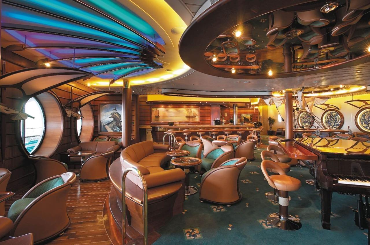 Круизный лайнер Voyager of the Seas - Шхуна-бар (Schooner Bar)