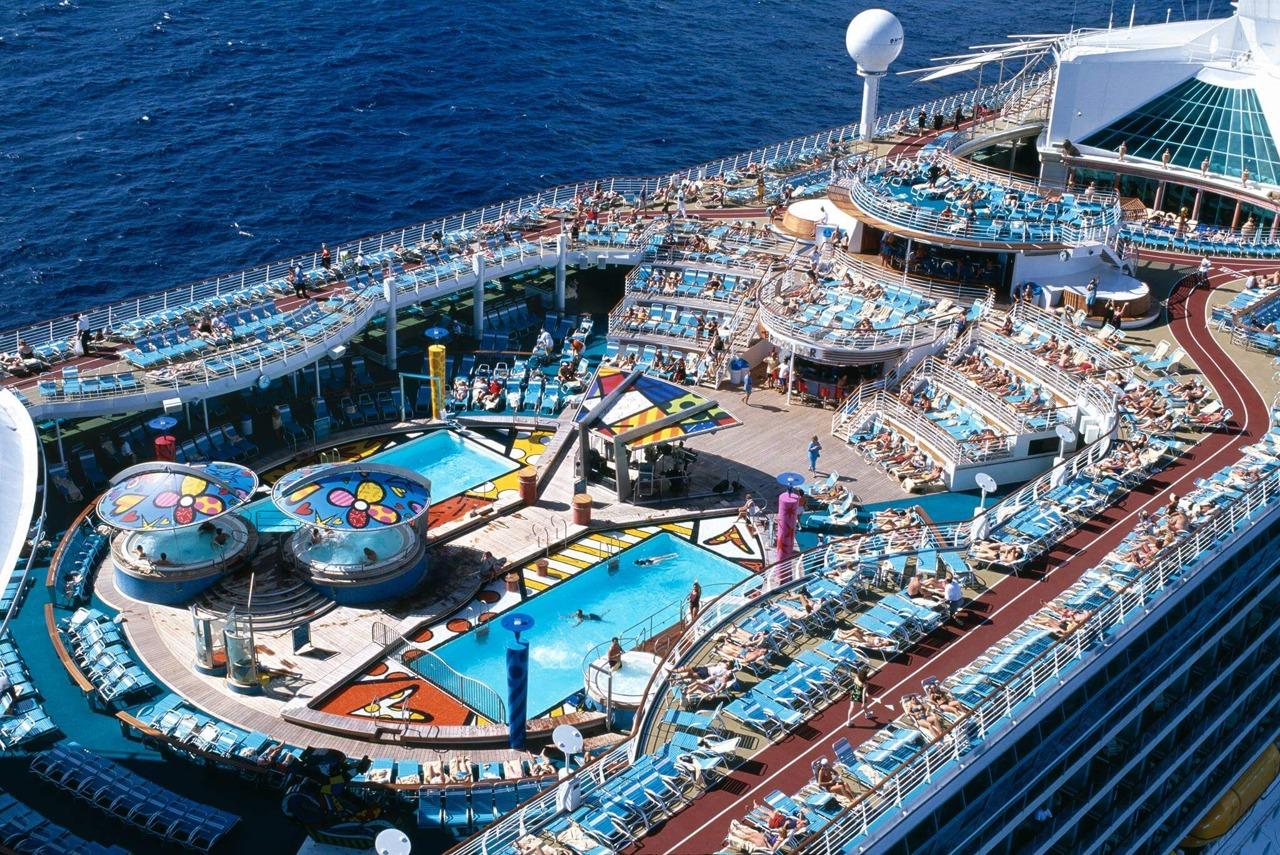 Круизный лайнер Voyager of the Seas - Палуба водных развлечений (Solarium pool)
