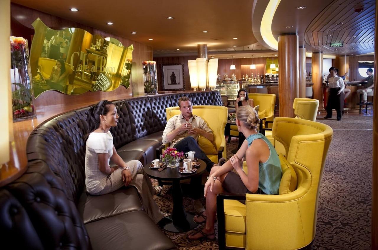 Круизный лайнер Celebrity Constellation - CEL_CS_Cafe_al_Bacio2919_V2