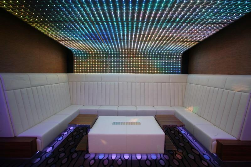 Круизный лайнер Celebrity Eclipse - Ночной клуб (Quasar nightclub)