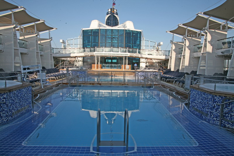 Круизный лайнер Celebrity Eclipse - Бассейн (The Pool)
