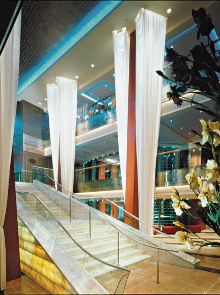 Круизный лайнер Celebrity Infinity - Атриум (Foyer Stairs)