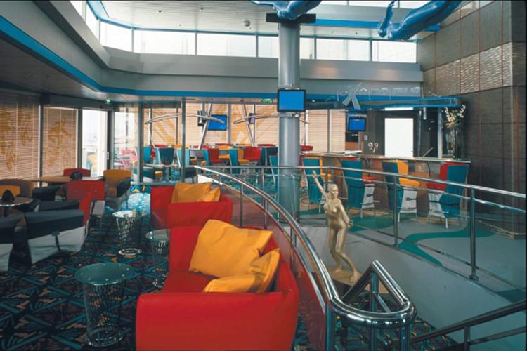 Круизный лайнер Celebrity Infinity - Спорт бар (Sports Bar)