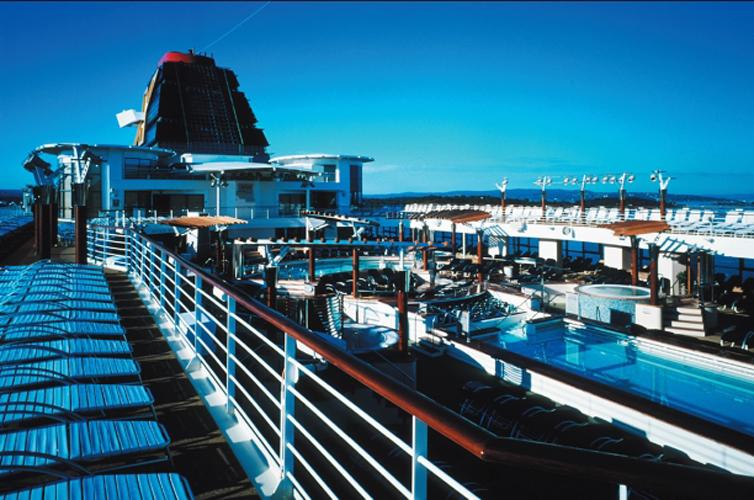 Круизный лайнер Celebrity Infinity - Бассейн (Riviera Pool)