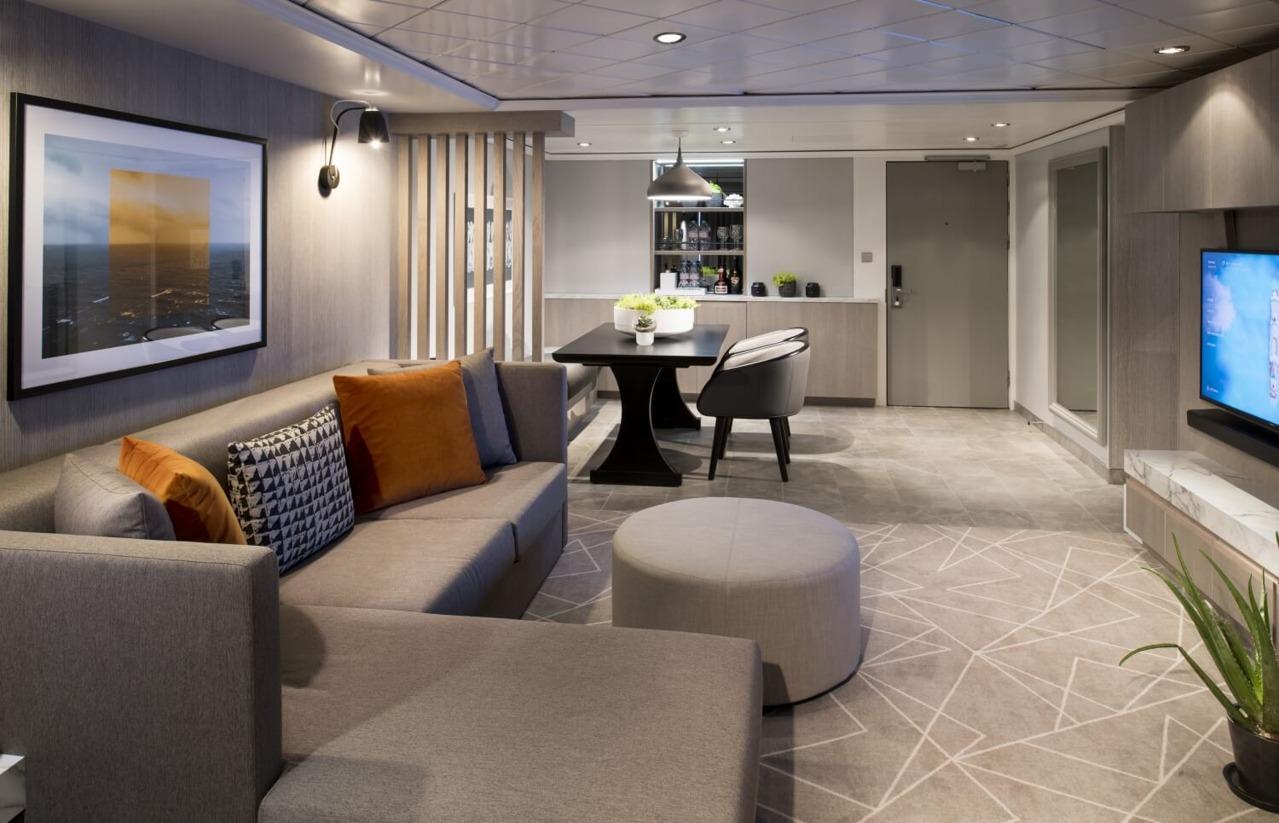 Круизный лайнер Celebrity Millennium - ML19-RoyalSuite-LivingroomR