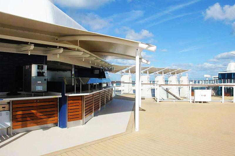 Круизный лайнер Celebrity Reflection - Бургер-бар Mast Grill