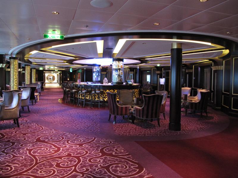 Круизный лайнер Celebrity Reflection - Лаунж-бар Ensemble Lounge
