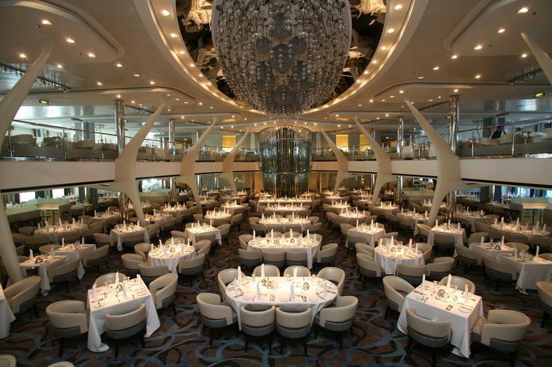 Круизный лайнер Celebrity Silhouette - Основной ресторан (Moonlight Sonata main dining room)