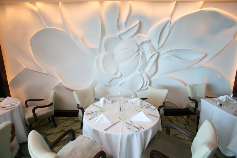 Круизный лайнер Celebrity Silhouette - Обеденная комната (Blu dining room for Aqua class passengers)